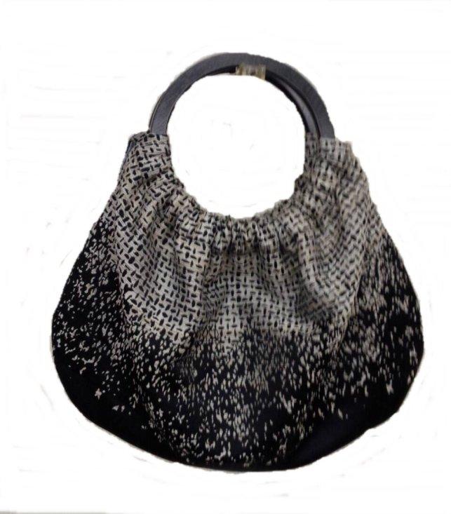 パネル柄の桐生織物のバッグ