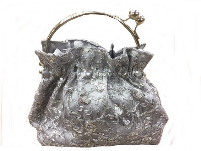 スパンコール刺しゅうレース生地のバッグ